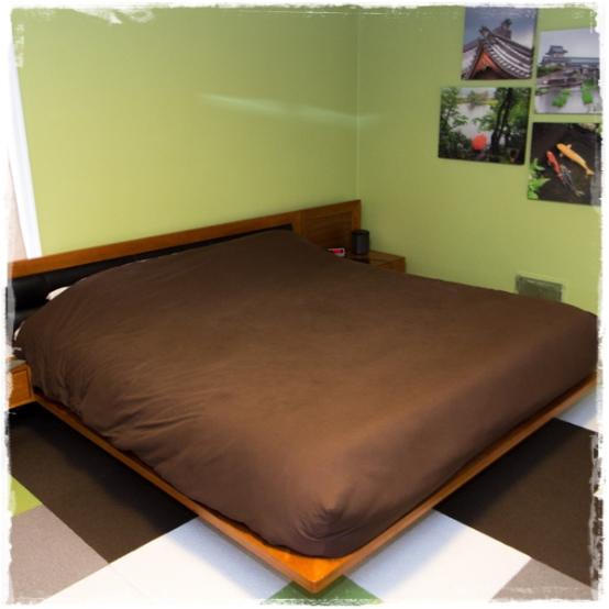 Deluxe Solid Color Bed Cap Comforter