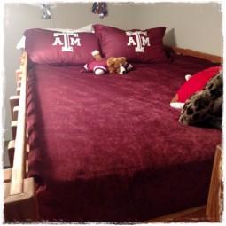 Deluxe Solid Color Bed Cap Comforter in Vintage Rumba
