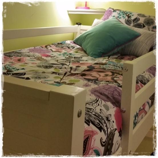 Garden Fantasy White Bed Cap Comforter Set