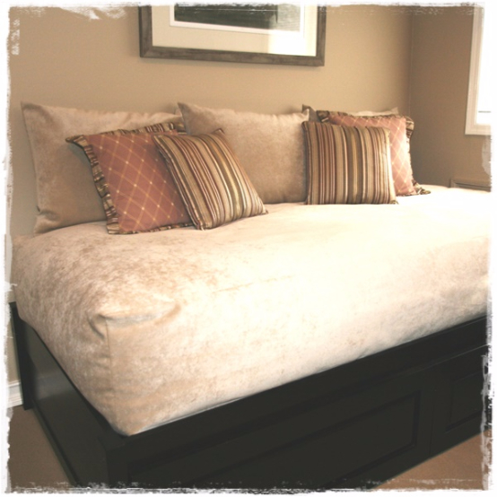 Deluxe Solid Color Bed Cap Comforter in Padman Parchment