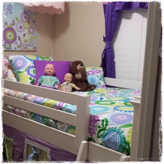 Crayola Pointillist Pansy Bed Cap Comforter Set with Sham & Toss Pillows